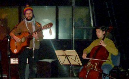 Junto a Anaki en violoncello en Sala Master, Universidad de Chile.